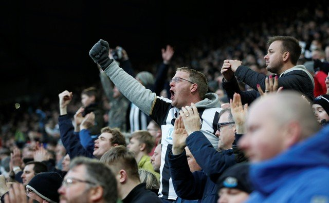 Newcastle fans criticise Arsenal supporters for lack of commitment