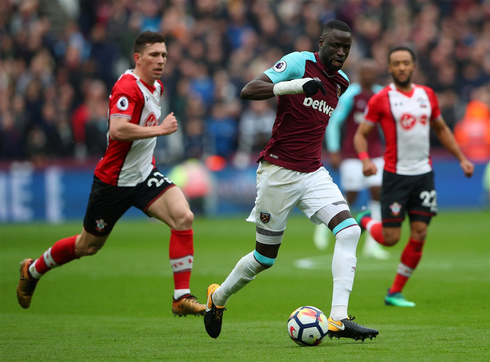 Cheikhou Kouyate in action for West Ham United