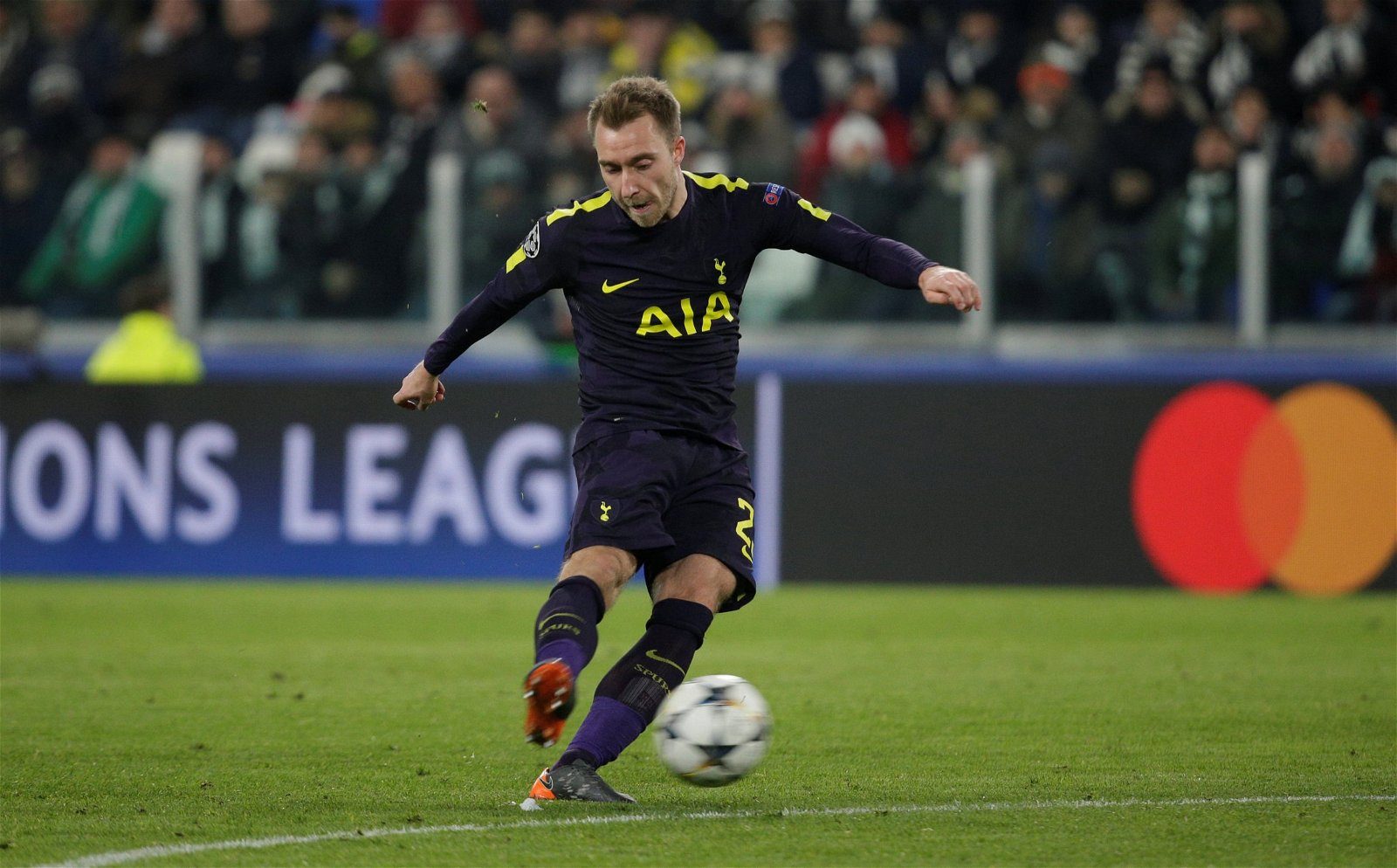 Christian Eriksen takes a free kick for Tottenham Hotspur