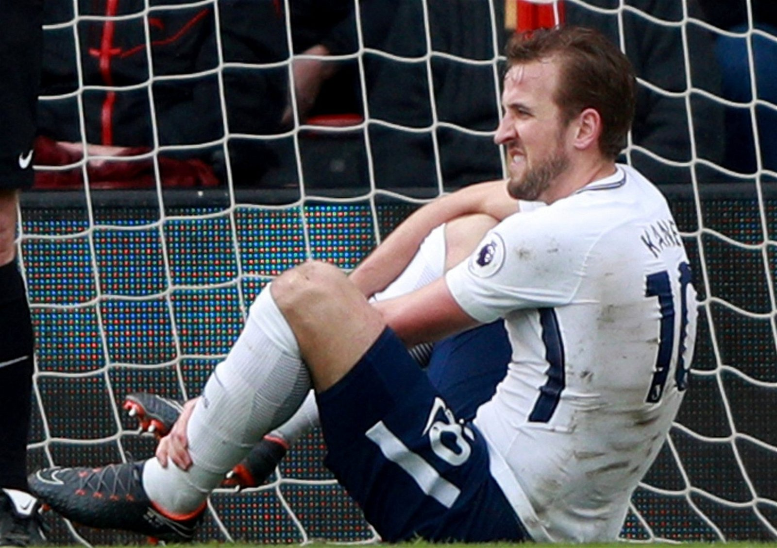 Harry Kane appears injured against Bournemouth