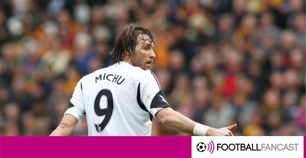 Michu-gives-a-swansea-team-mate-the-thumbs-up-600x310