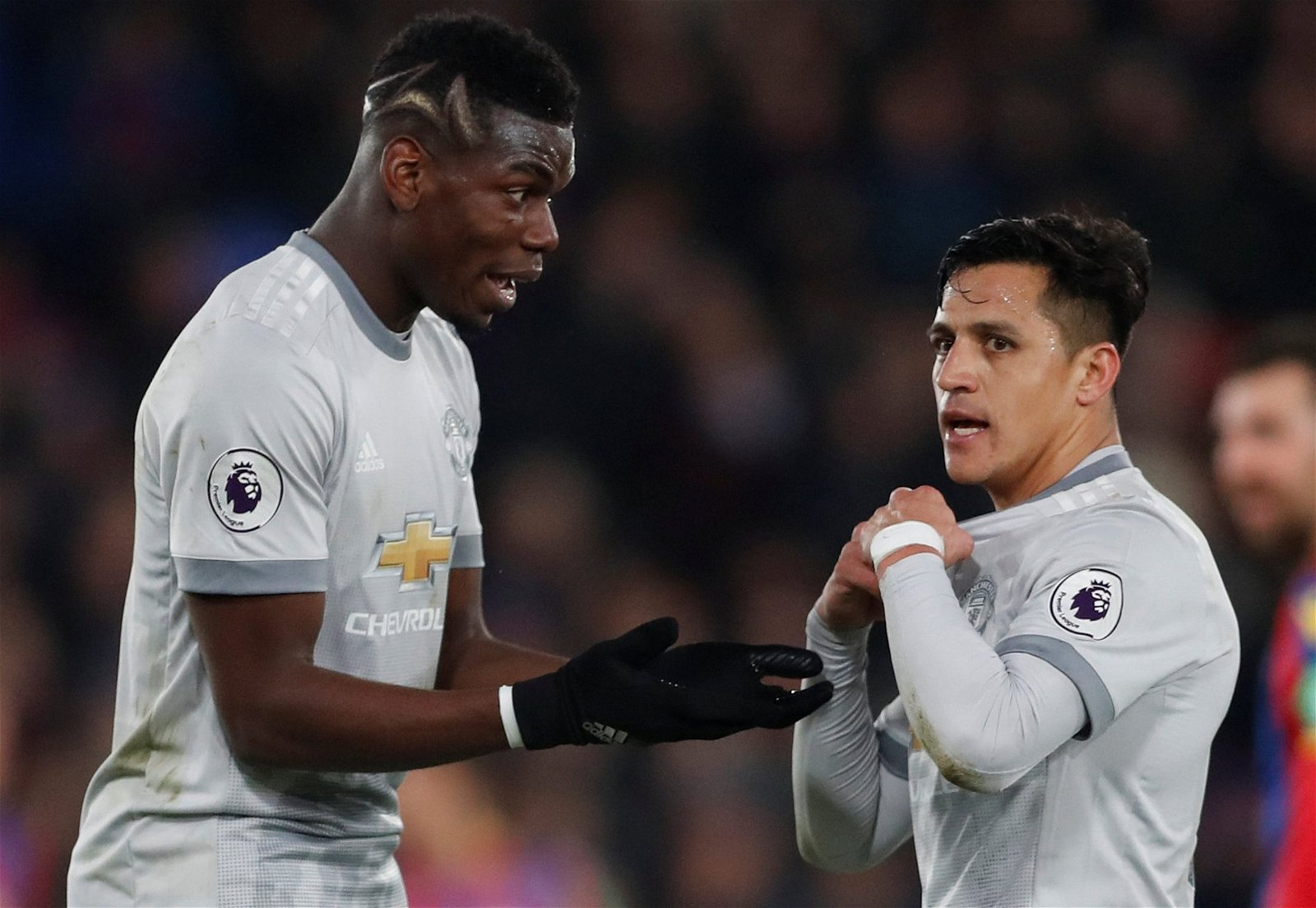 Paul Pogba and Alexis Sanchez in heated discussion for Man United