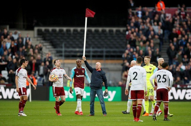 West Ham fans attack club for pitch invader bans