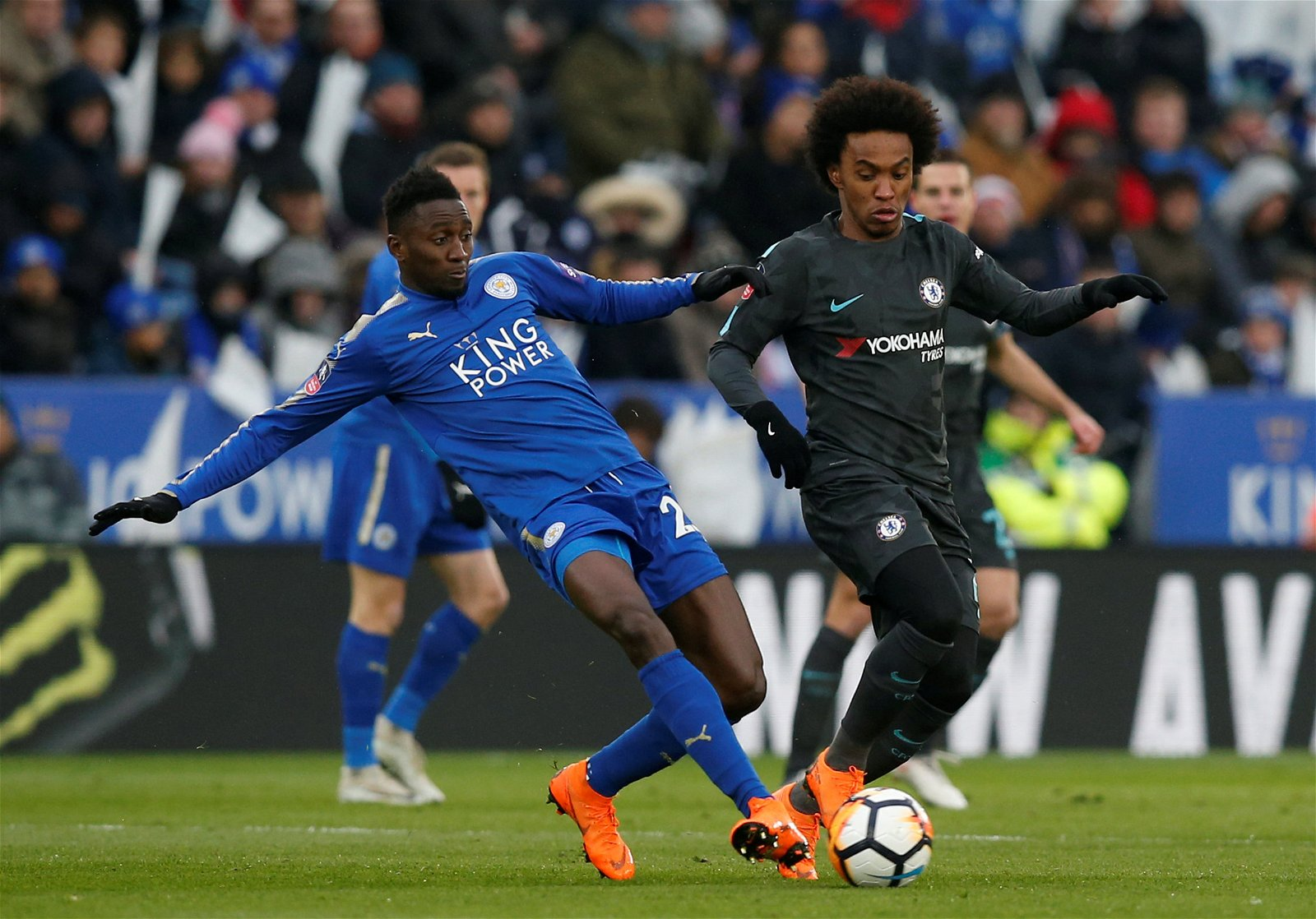 Wilfred Ndidi challenges Chelsea's Willian