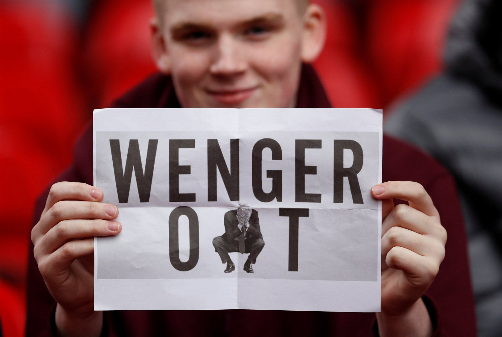 Fan holds up Wenger out poster