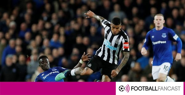 Kenedy-escapes-the-challenge-of-idrissa-gueye-600x310