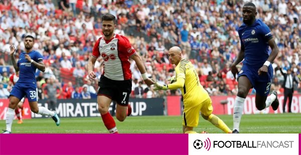 Southampton-striker-shane-long-misses-a-chance-to-score-600x310