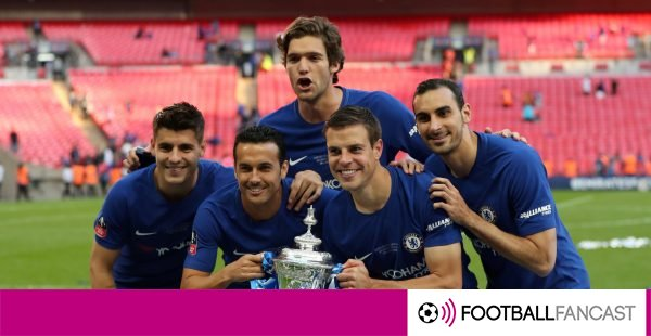 Chelsea-players-pose-with-the-fa-cup-600x310