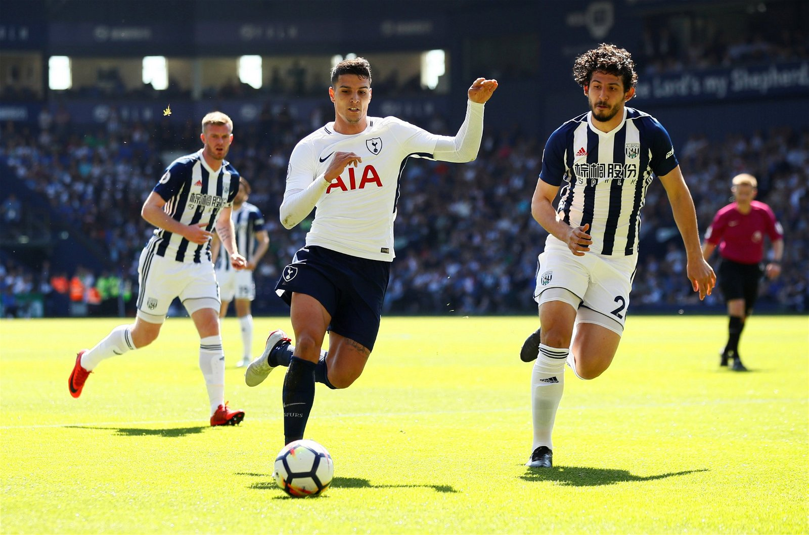 Erik Lamela in action against Ahmed Hegazi
