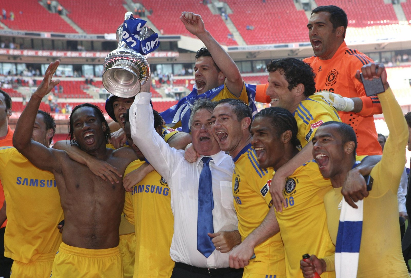 Guus Hiddink lifts the FA Cup