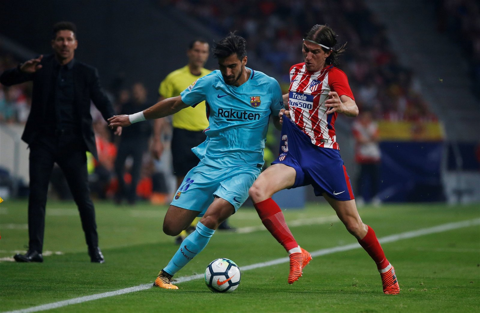 Andre Gomes in action for Barcelona