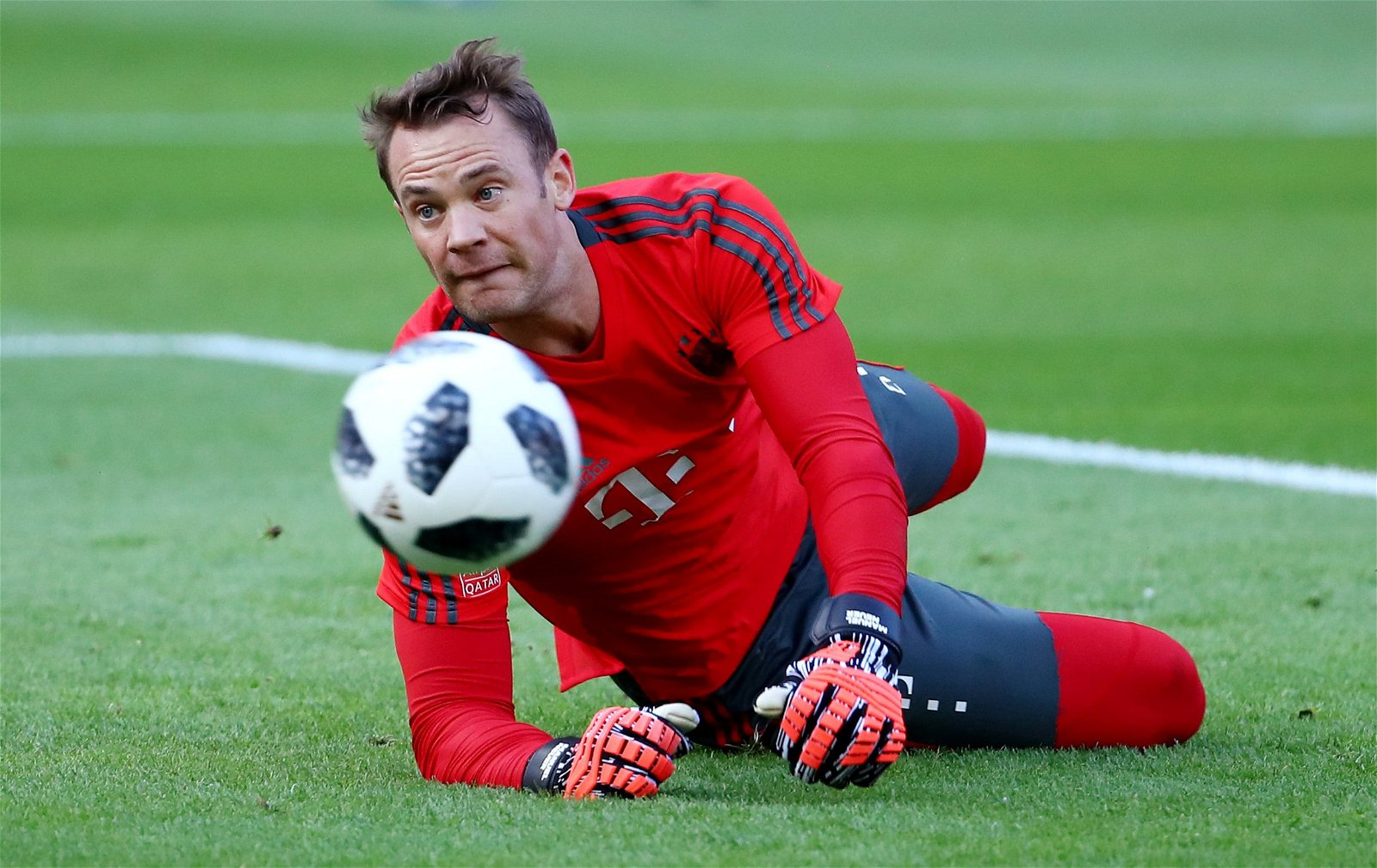 Manuel Neuer practices saves in training