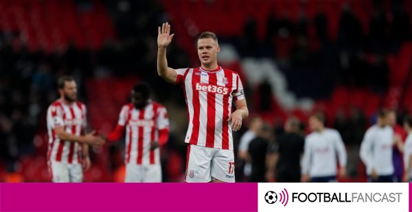 Ryan-shawcross-waves-to-the-crowd-600x310