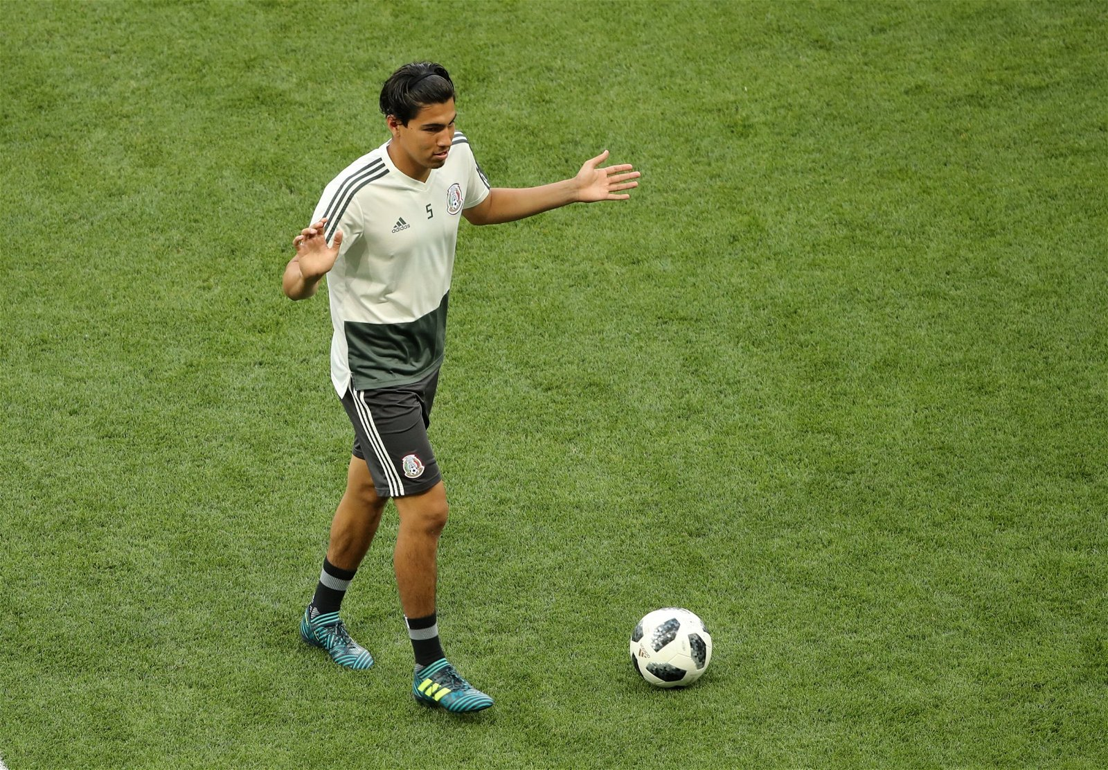 diego reyes dribbles the ball in mexico training
