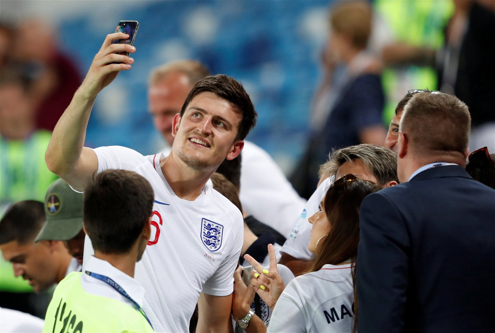 harry maguire takes a selfie