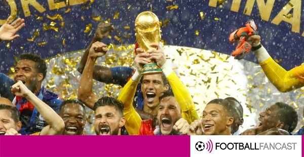 Hugo-lloris-lifts-the-world-cup-for-france-600x310
