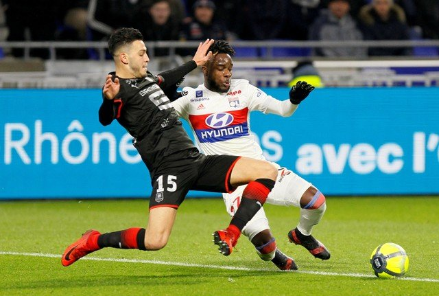 Everton fans unsure about links with Rennes defender Ramy Bensebaini