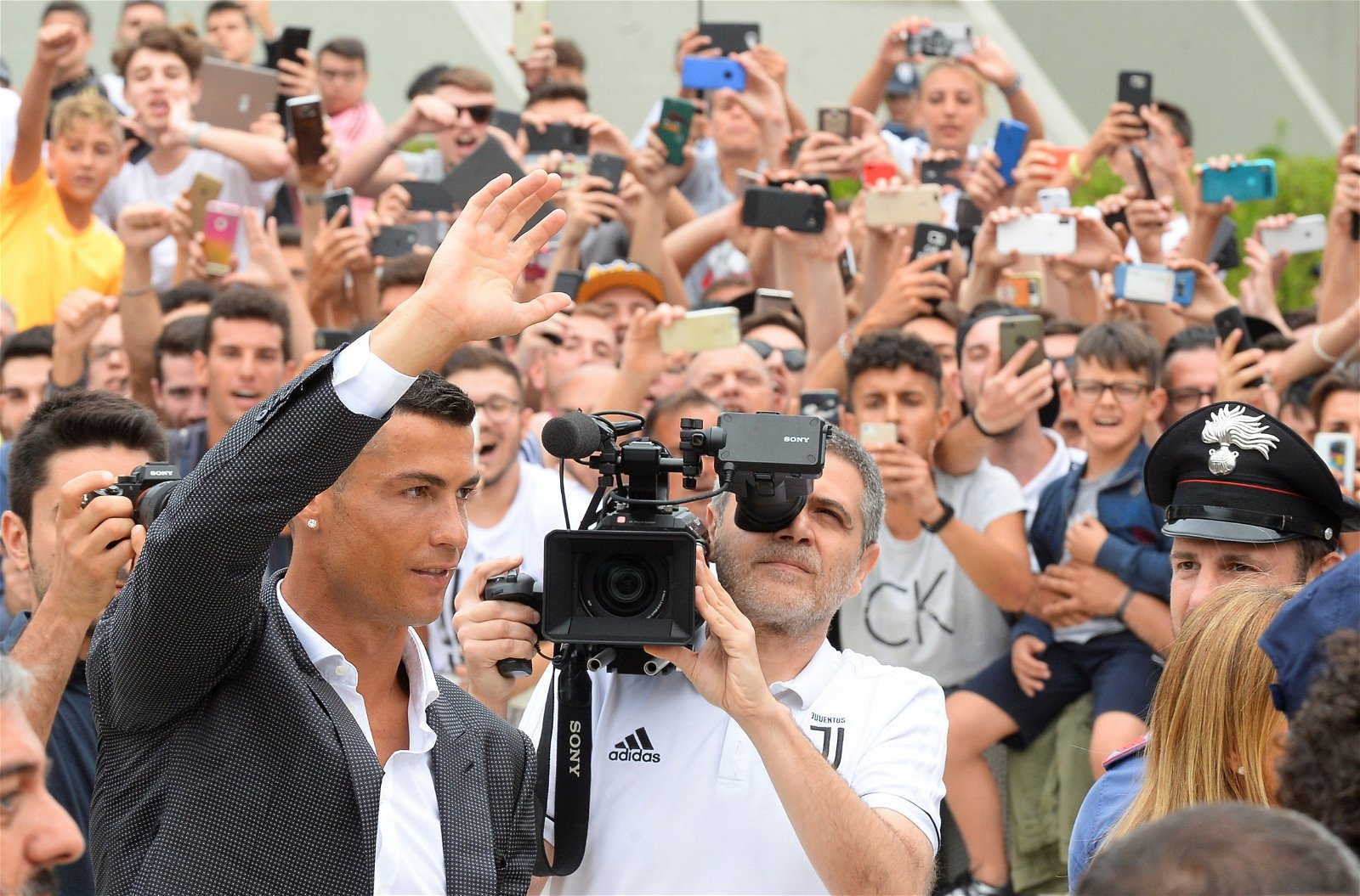 Ronaldo waves to Juventus fans as he arrives for medical