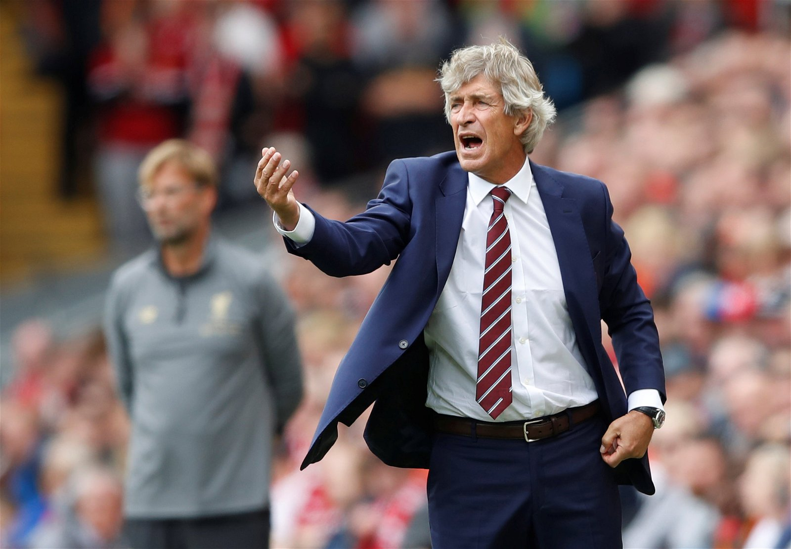 Manuel Pellegrini gives orders from the touchline
