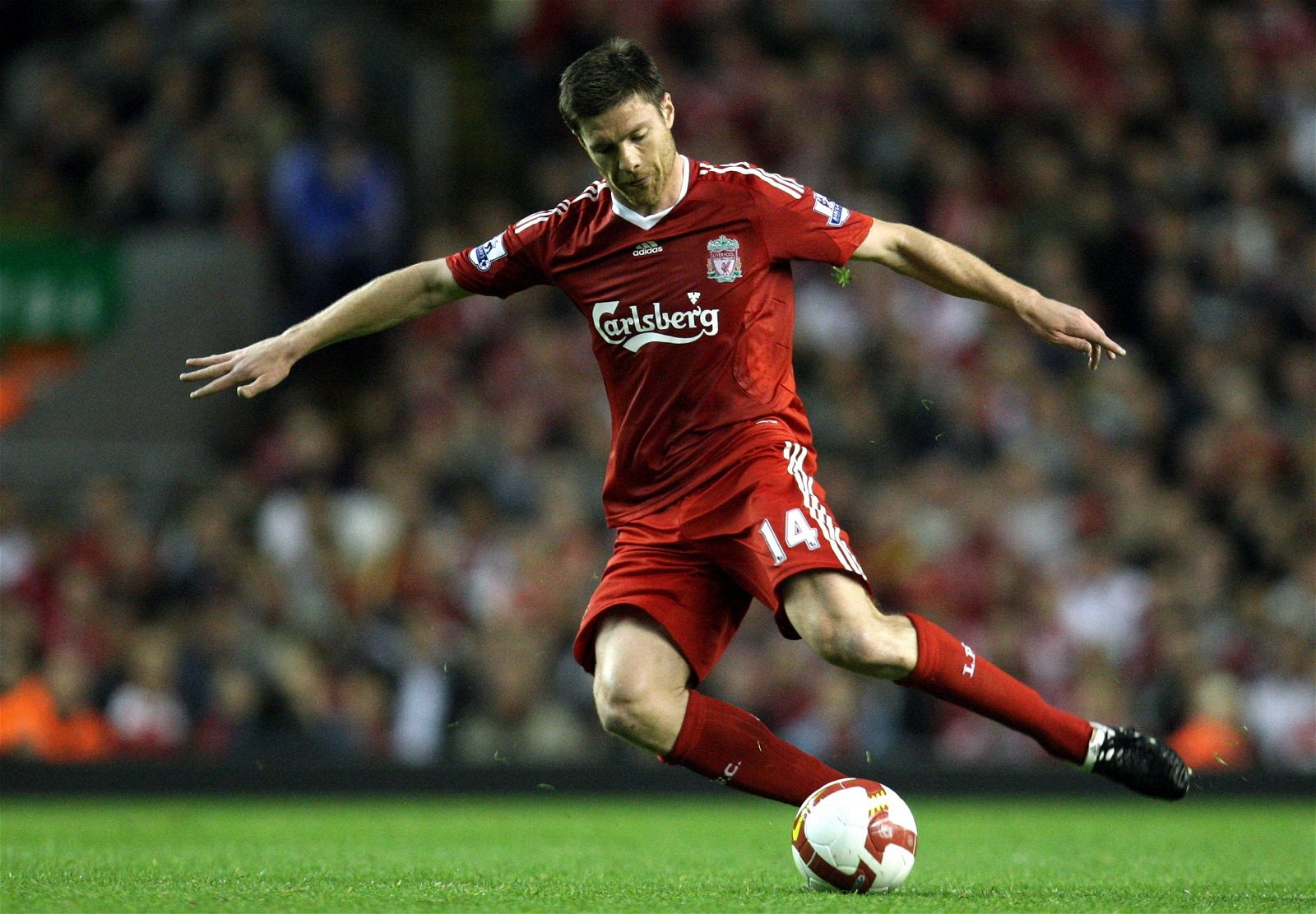Xabi Alonso playing for Liverpool in 2009