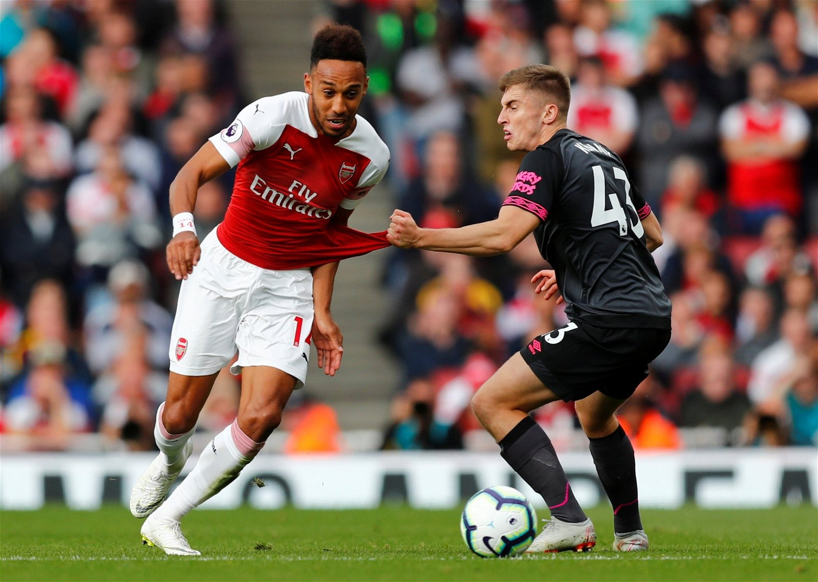 Jonjoe Kenny pulls at Pierre-Emerick Aubameyang's shirt during Arsenal v Everton