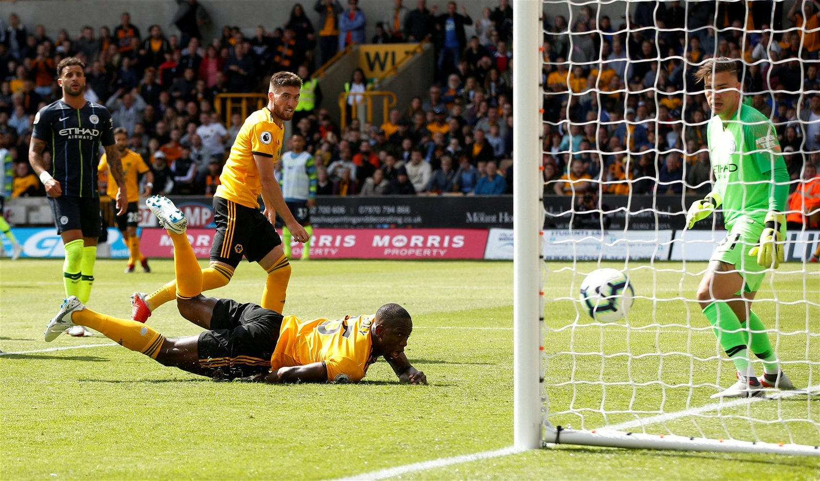 Willy Boly scores against Manchester City