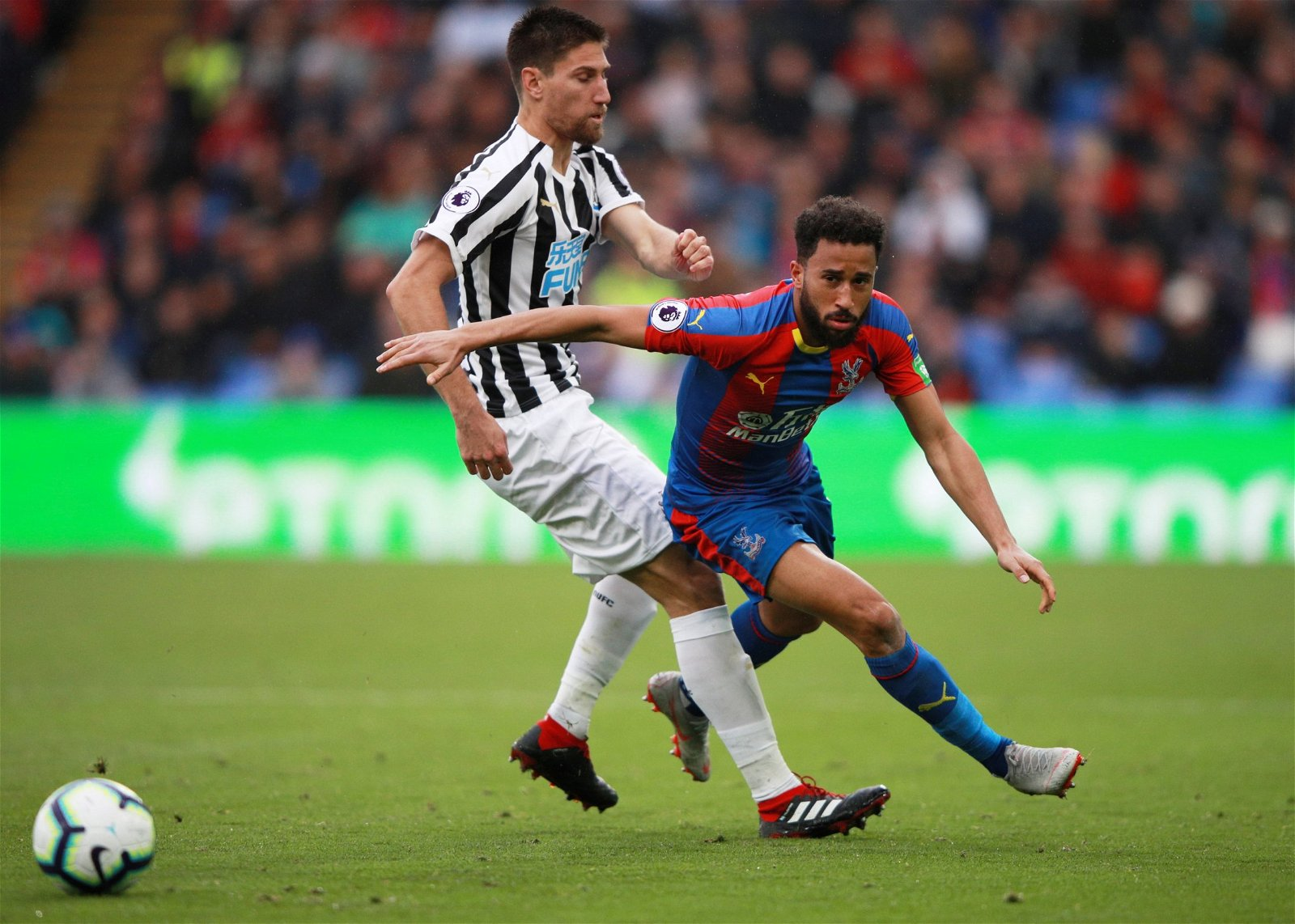 Federico Fernandez tackles Andros Townsend
