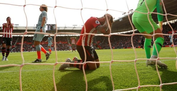 Southampton-striker-danny-ings-reacts-after-missing-glorious-chance-vs-chelsea-e1539714924129-600x310