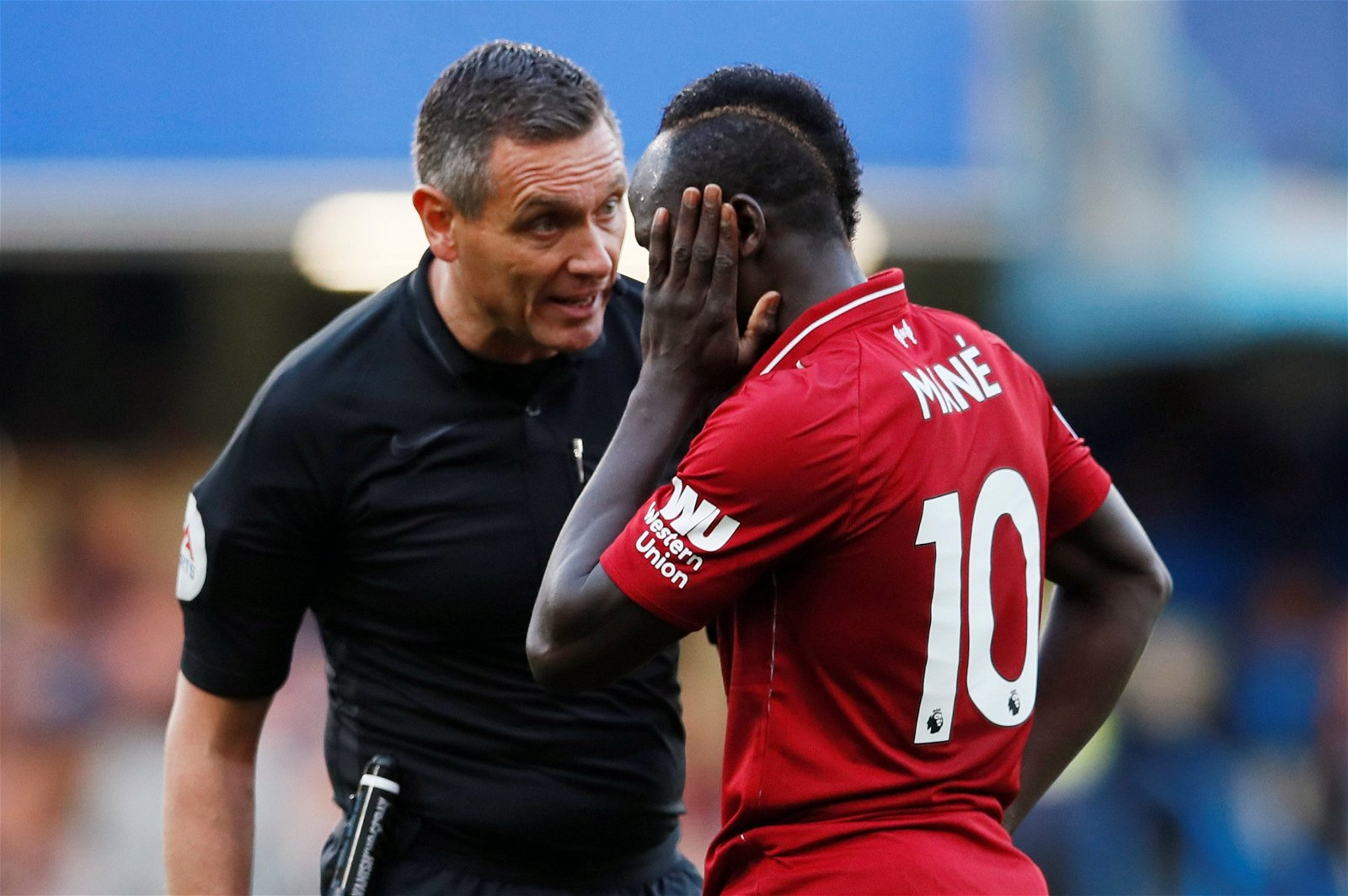Andre Marriner talks to Sadio Mane