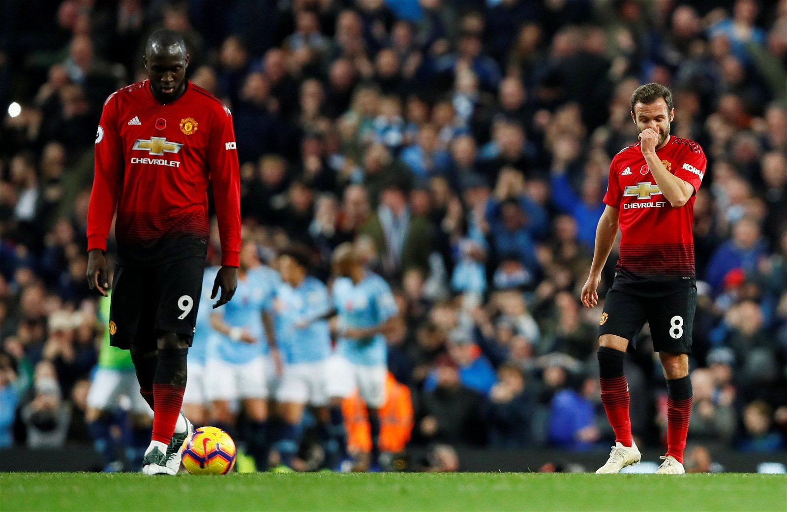 Manchester United's Romelu Lukaku and Juan Mata look dejected after Manchester City's third goal
