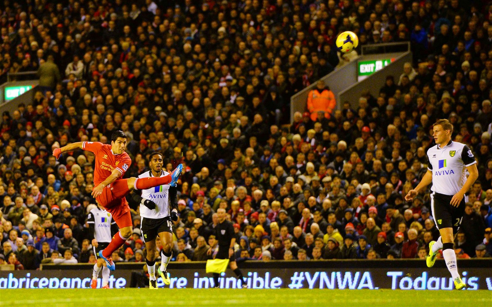 Luis Suarez scores an incredible goal vs Norwich