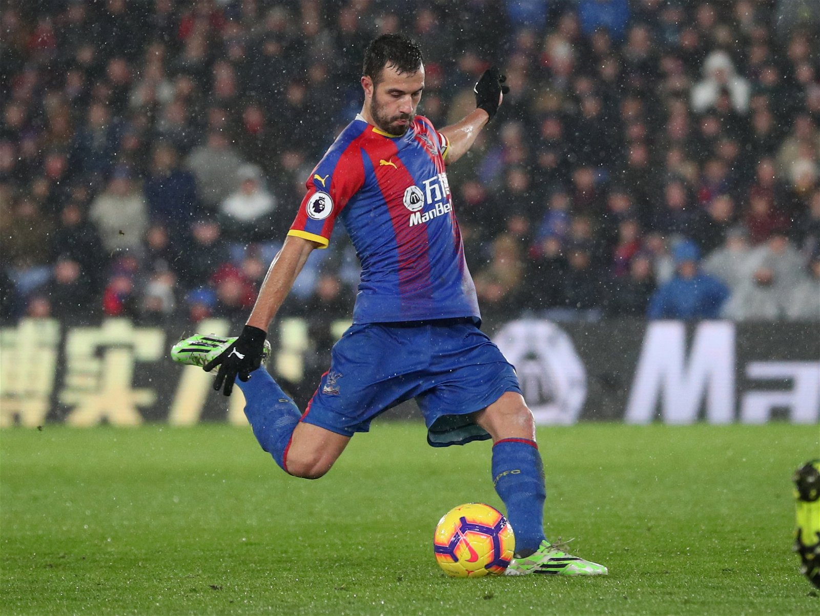 2018 12 15T154459Z 1783851954 RC1971BCEBF0 RTRMADP 3 SOCCER ENGLAND CRY LEI - Beautiful Boots: Ranking the eye-catching footwear on show at Crystal Palace this season