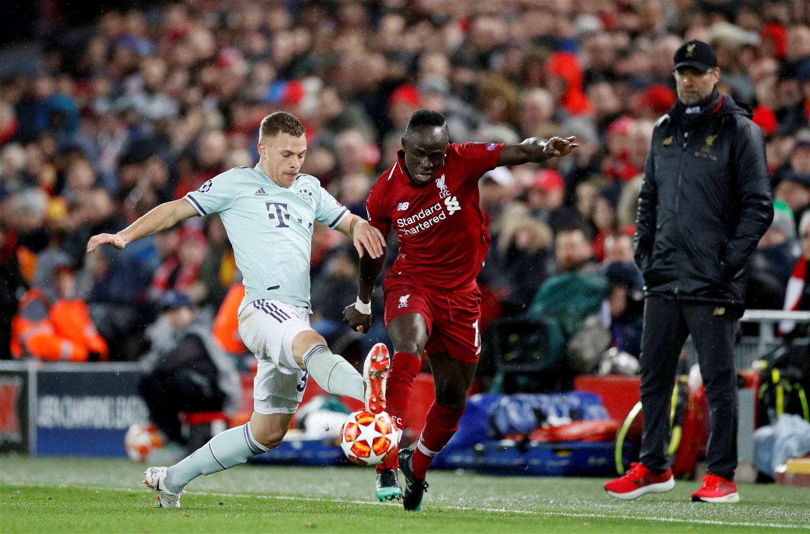 Sadio Mane in action with Joshua Kimmich