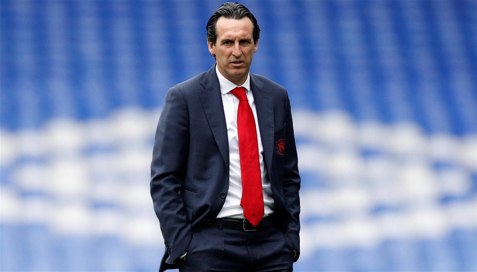 Arsenal manager Unai Emery on pitch prior to Everton clash