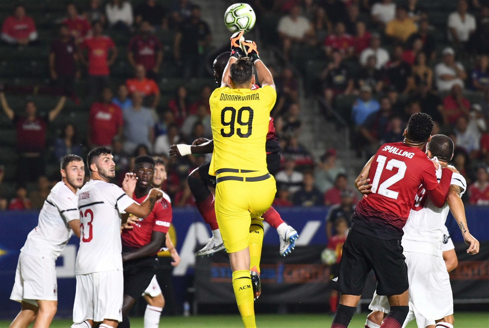 AC Milan goalkeeper Gianluigi Donnarumma punches the ball - [Images] - The photos that indicate why Donnarumma would be a big Bernd Leno upgrade
