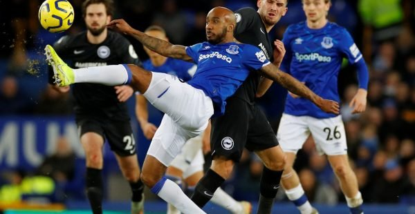 Everton-midfielder-fabian-delph-in-action-vs-brighton-e1579261309904-600x310