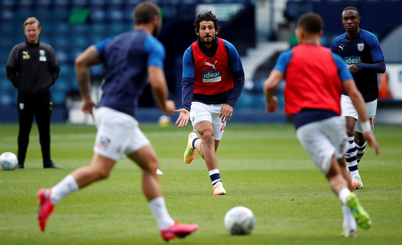 west-brom-ahmed-hegazi-warm-up