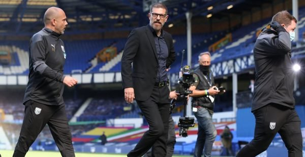 West-brom-manager-slaven-bilic-walks-off-after-being-sent-off-vs-everton-mike-dean-e1602156883763-600x310