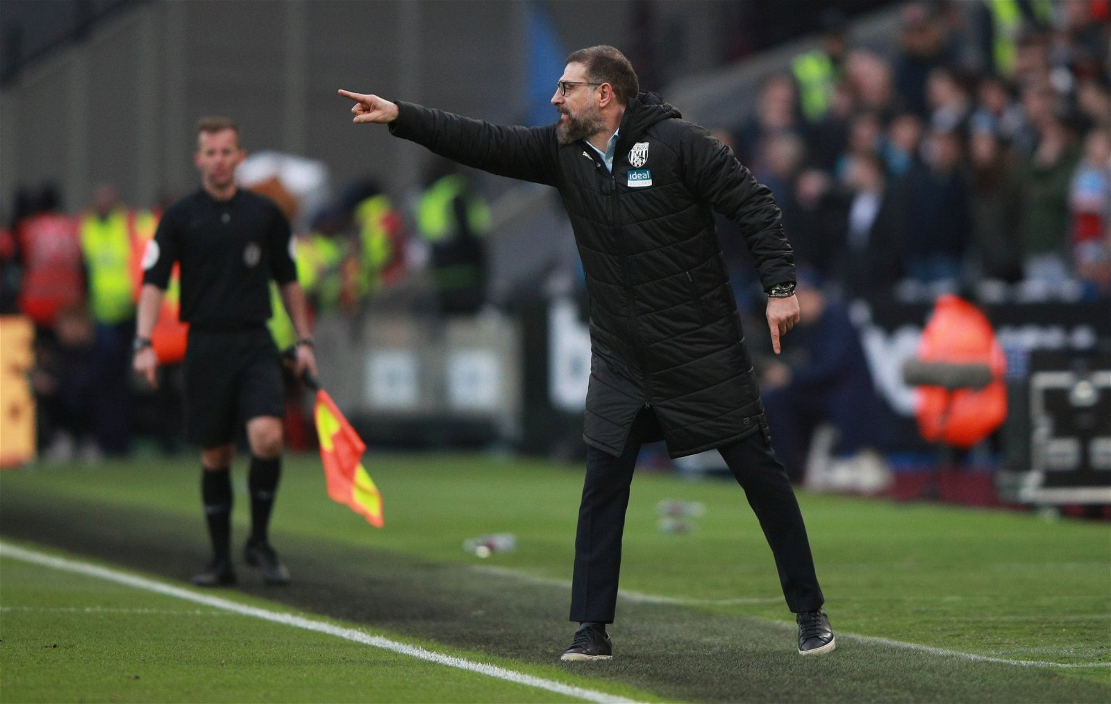 "slaven bilic instructs his west brom players touchline - ""He'll attract players"" - Exclusive: Pundit claims 66 y/o ""is the man"" to replace Bilic at WBA"
