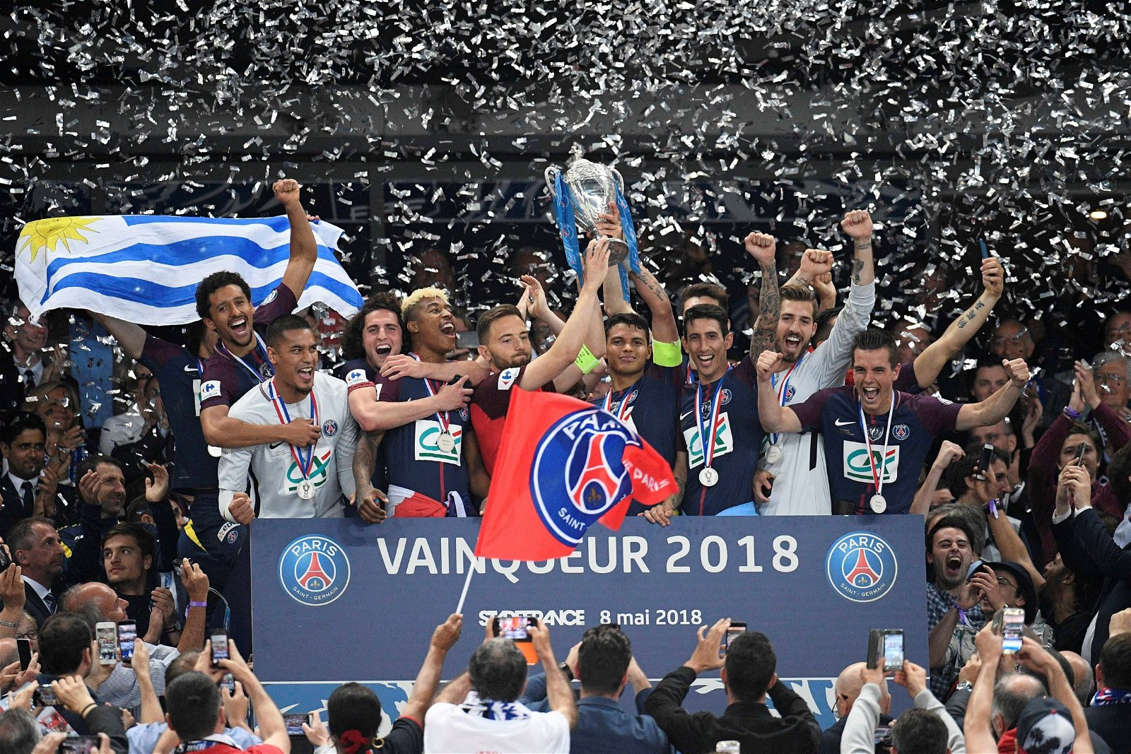 angel-di-maria-and-giovani-lo-celso-celebrate-PSG-trophy-win